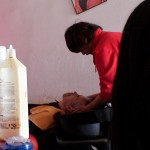 Hairdressing-Saloon_in_Downtown_China_06